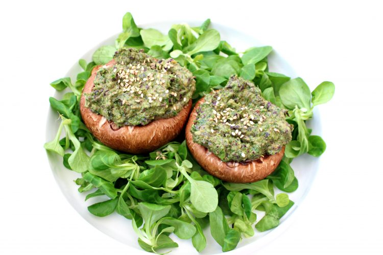 Champignons crus farcis kale algues